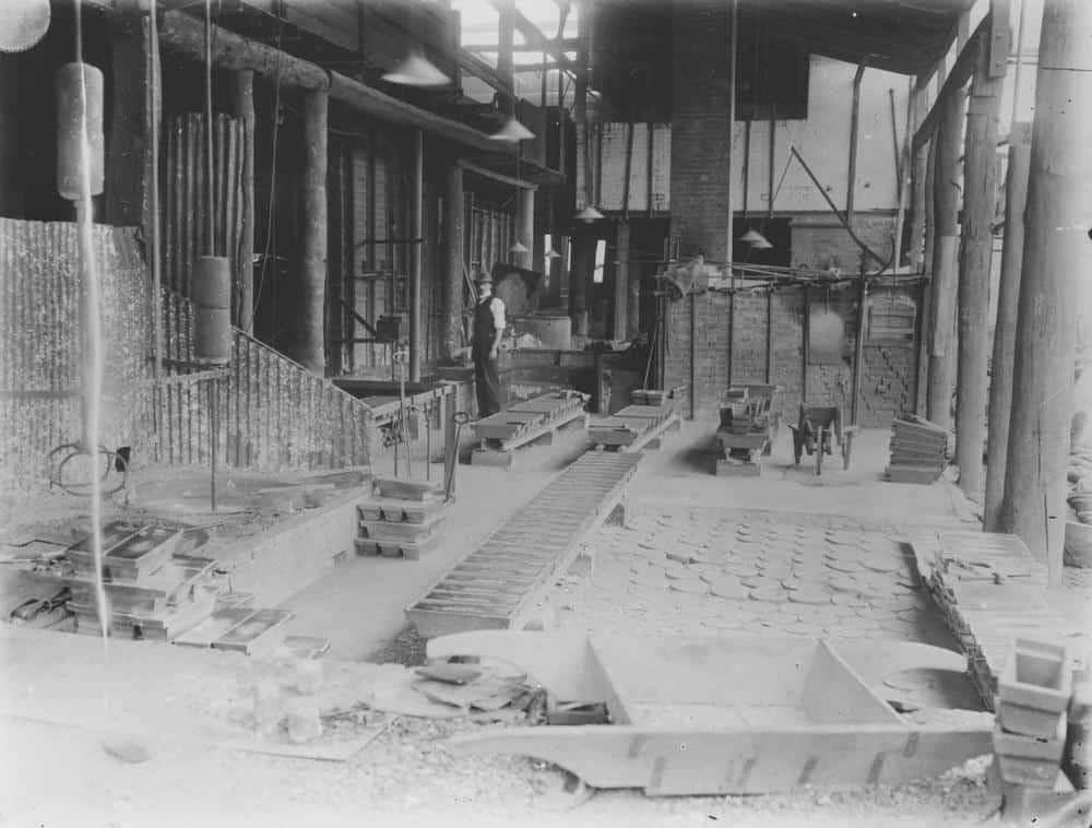 Tin Refining Floor Irvinebank Company's Treatment Works Irvinebank 1909 via Queensland Government Mining Journal on Wikimedia